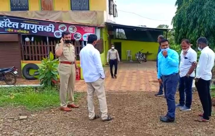 वारदात के बाद मौके पर जांच करने पहुंची पुलिस की एक टीम।