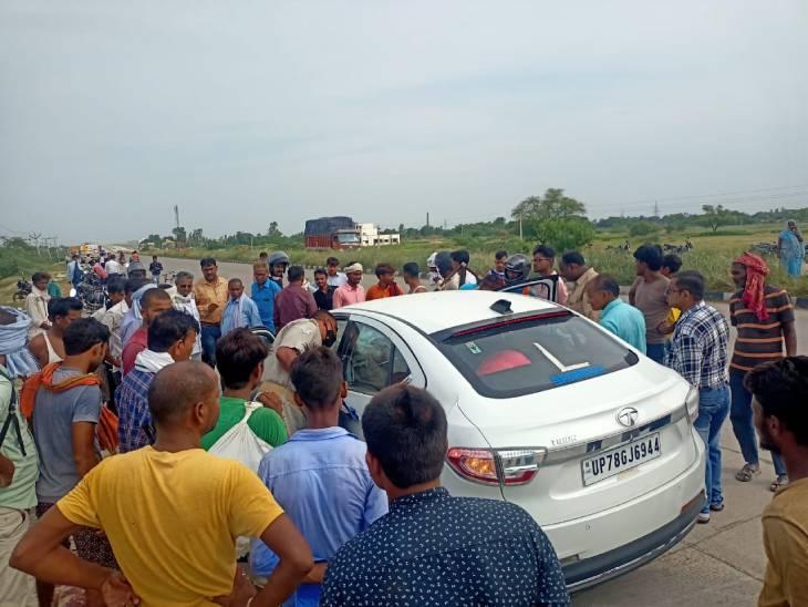 तेज रफ्तार कार आगे चल रहे कंटेनर में जा घुसी, कानपुर रेलवे में इंजीनियर, दो बेटियों और पिता की मौत, एयरबैग खुलने से कार चला रही पत्नी सुरक्षित कानपुर,Kanpur - Dainik Bhaskar
