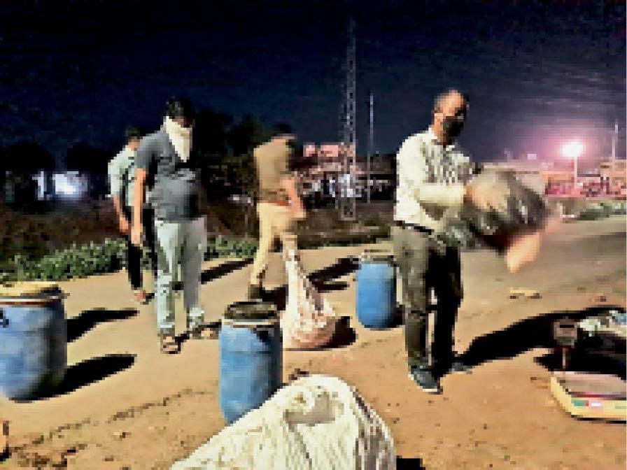 बांसवाड़ा. खांदू कॉलोनी में ड्रम व कट्टों में मिली थी ड्रग्स। फाइल फोटो - Dainik Bhaskar