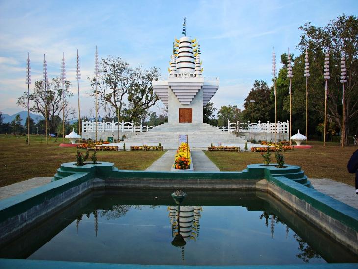 मेईती जनजाति के सर्प देवता पाखंबा का मंदिर। - Dainik Bhaskar