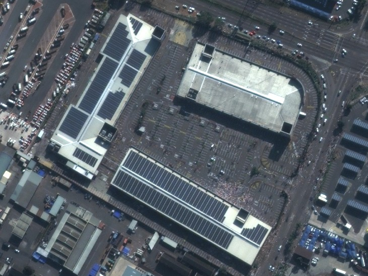 डरबन के स्प्रिंगफील्ड वैल्यू सेंटर शॉपिंग मॉल में भी लूटपाट की गई।