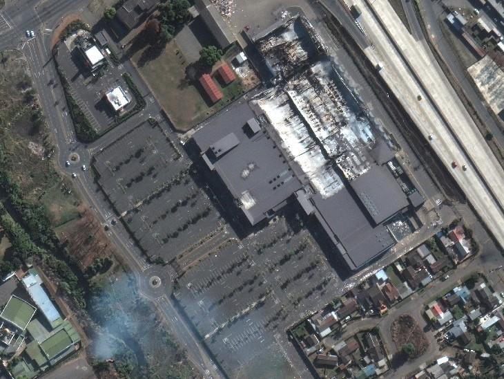 पीटरमैरिट्सबर्ग का ब्रूकसाइड मॉल, जिसमें उपद्रवियों ने लूटपाट मचाई और फिर उसमें आग लगा दी।