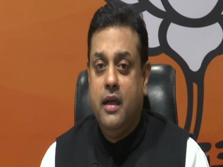संबित ने आरोप लगाया कि न्यूज क्लिक को मेंटेनेंस कराने के नाम पर एक कंपनी ने हजारों करोड़ रुपए दिए हैं। - Dainik Bhaskar