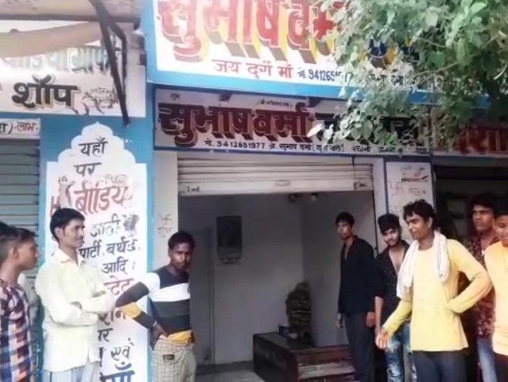 ज्वेलरी शॉप के टूटे मिले के ताले, 2.5 लाख रुपए की चांदी से भरी अलमारी उठा ले गए चोर; इससे पहले शहर में हुई थी 8.5 करोड़ की लूट|आगरा,Agra - Dainik Bhaskar