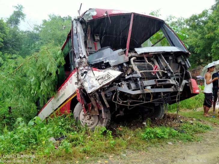 गोंडा-बहराइच हाईवे पर रोडवेज बस और ट्रक में टक्कर, बस में सवार 12 से ज्यादा लोग घायल, 4 यात्रियों की हालत गंभीर|लखनऊ,Lucknow - Dainik Bhaskar