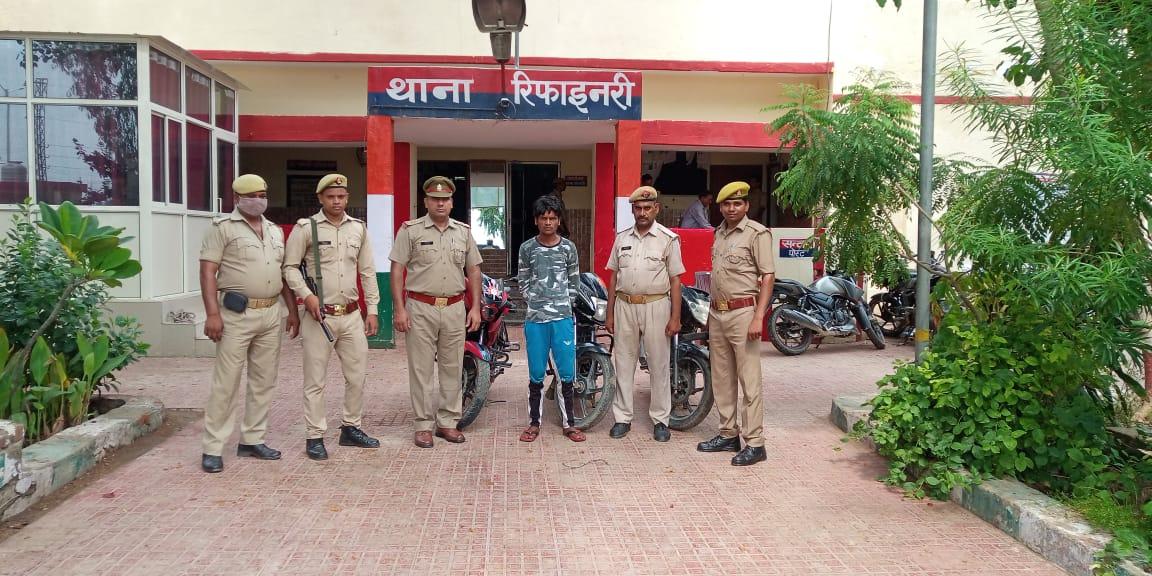 अलग-अलग इलाकों में पुलिस ने दबोचे 4 बाइक चोर, नंबर बदलकर कस्टमर को बेचते थे|मथुरा,Mathura - Dainik Bhaskar