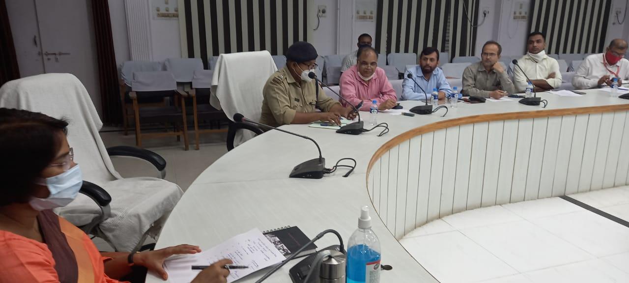 तैयारियों को लेकर प्रभारी जिलाधिकारी/मुख्य विकास अधिकारी अनिता यादव, पुलिस अधीक्षक नगर विजयपाल सिंह ने की बैठक।