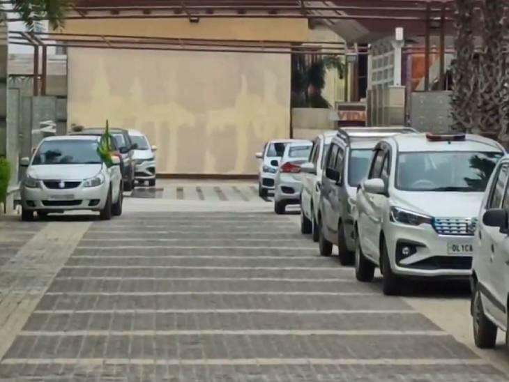 दिल्ली पुलिस और संयुक्त मोर्चा के बीच यह बैठक सिंधु बॉर्डर के नजदीक एक प्रतिष्ठान में हुई।