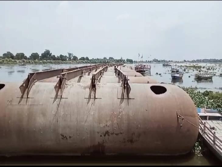 दो घंटे की बारिश से लोगों मिली राहत, शहर में जगह-जगह हुआ जलभराव; यमुना पर बना पीपा पुल हटाया|मथुरा,Mathura - Dainik Bhaskar