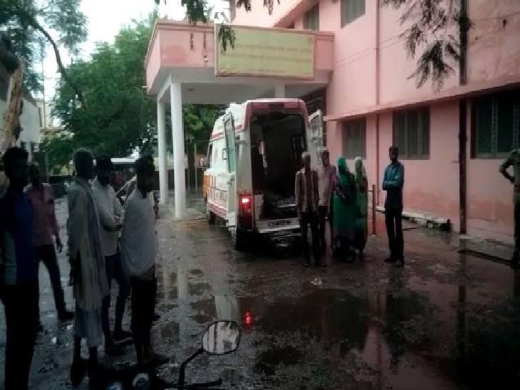 अलीगढ़ में खेतों में काम कर रही मां-बेटी पर गिरी आकाशीय बिजली, बेटी की मौके पर ही मौत; गंभीर रूप से झुलसी मां अस्पताल में भर्ती|अलीगढ़,Aligarh - Dainik Bhaskar
