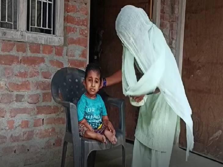 रमजान है प्रदेश का सबसे कम कद का युवक, माता-पिता की गोद में बीत रही है जिंदगी; सरकार से लगाई मदद की गुहार अमेठी,Amethi - Dainik Bhaskar