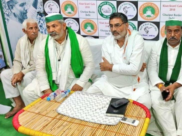 दिल्ली पुलिस के साथ बैठक से पहले किसान नेताओं ने अपनी एक बैठक की थी।