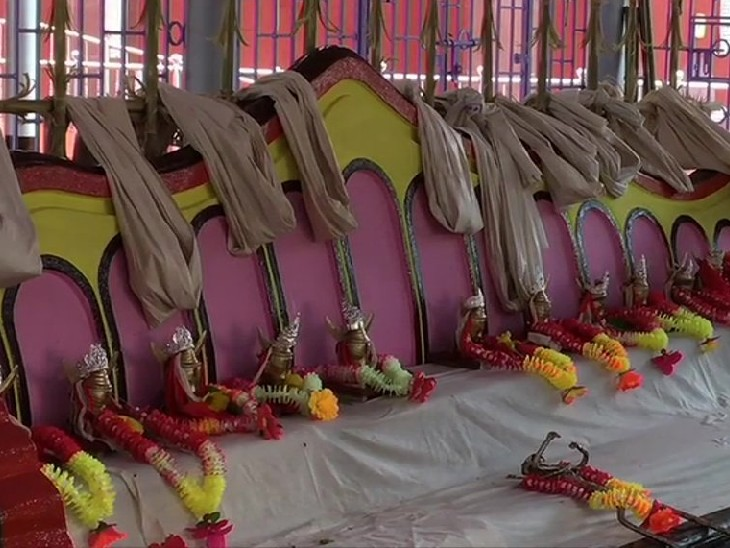 यह पूजा अगरतला के 14 देव मंदिर में आयोजित की जाती है।