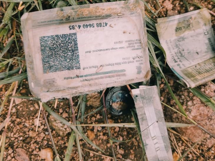 मृतक के पास मिले आधार कार्ड से हुई शिनाख्त, परिजनों ने लगाया हत्या का आरोप झांसी,Jhansi - Dainik Bhaskar