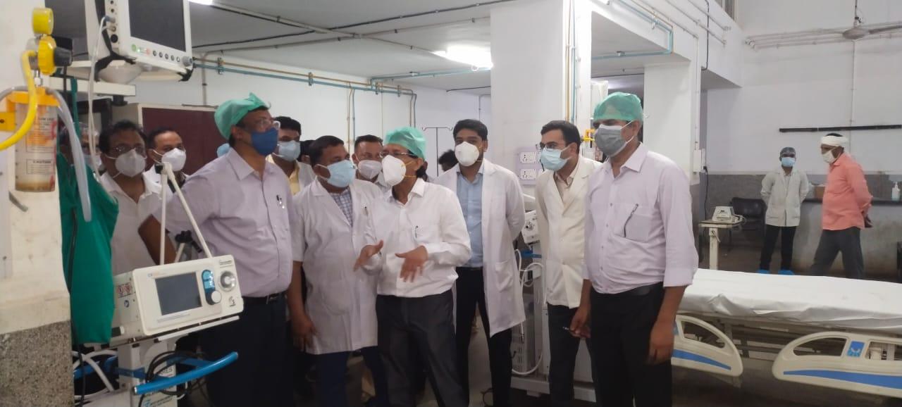 कोरोना की तीसरी लहर से निपटने की तैयारियों को परखा, मरीजों से भी जाना हालचाल; बोले- मरीजों के इलाज में न हो लापरवाही|आगरा,Agra - Dainik Bhaskar