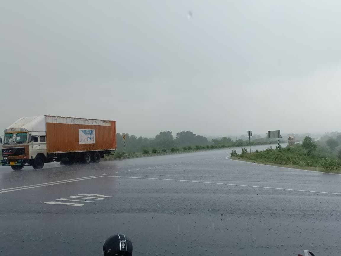 प्रदेश के कुछ हिस्सों में सुबह से ही बारिश, कई जगहों पर नाले उफनाए; भोपाल-इंदौर समेत बड़े हिस्से को अब भी इंतजार|मध्य प्रदेश,Madhya Pradesh - Dainik Bhaskar