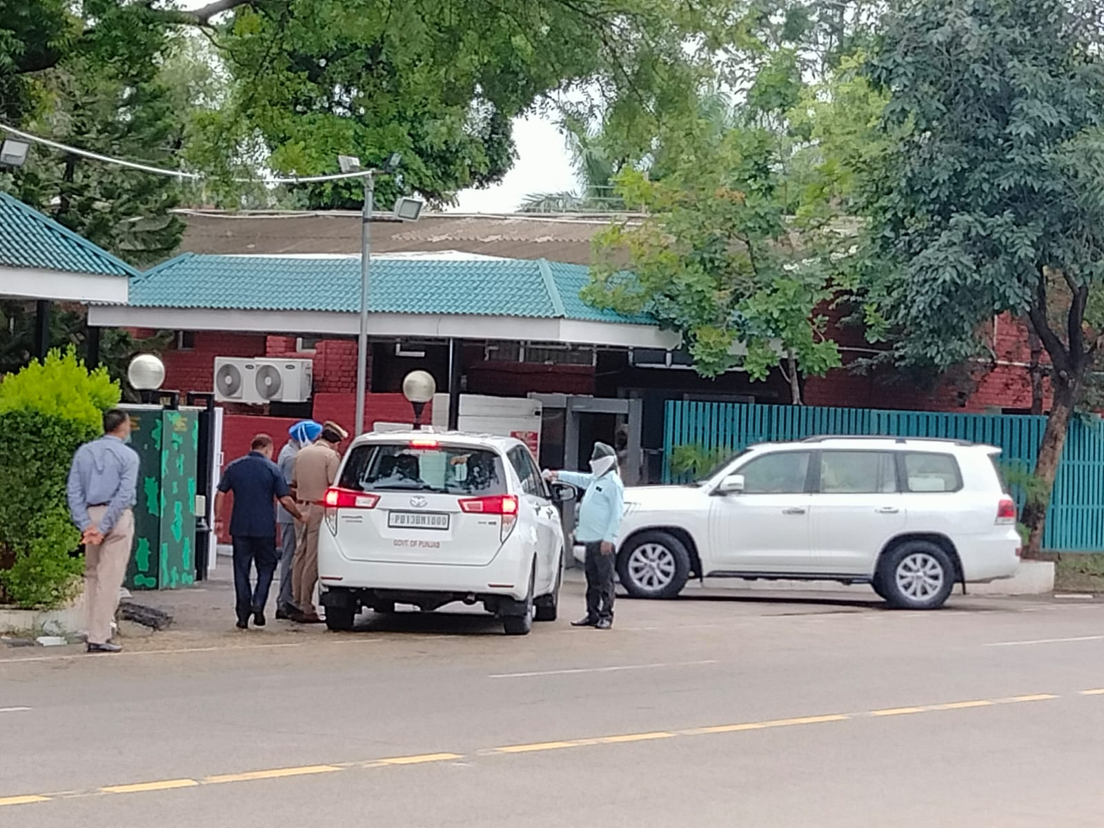 कैप्टन ने सरकारी आवास में करीबी विधायकों व मंत्रियों से मिले, सिद्धू कैप्टन के नजदीकी राणा केपी से मिलने पहुंचे, कैप्टन-सिद्धू की मुलाकात पर सस्पेंस|पंजाब,Punjab - Dainik Bhaskar