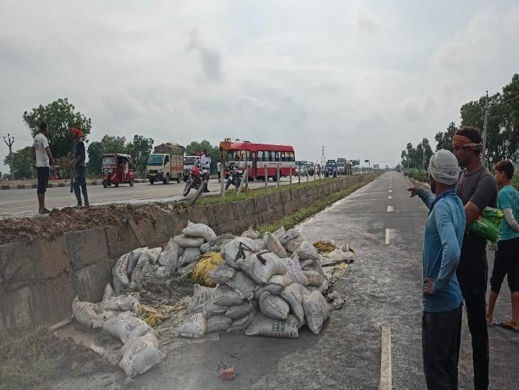 स्टेयरिंग फेल होने से रोडवेज बस ने मारी ट्रैक्टर में टक्कर, एक ओर ट्रैक्टर खाई में गिरा तो दूसरी तरफ 4 वाहन आपस में भिड़े|फिरोजाबाद,Firozabad - Dainik Bhaskar