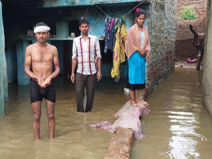 मथुरा में 24 घंटे से हो रही बरसात, चिपचिपी गर्मी से राहत; सड़कें बनी तालाब-घरों में जलभराव|मथुरा,Mathura - Dainik Bhaskar