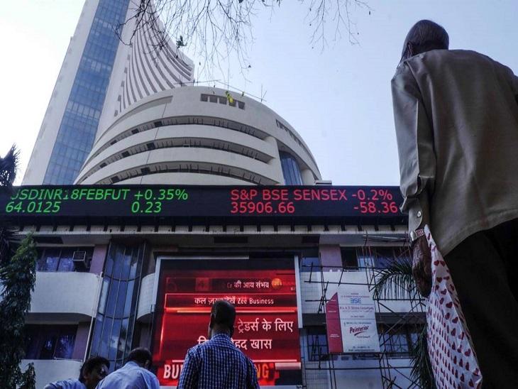 निफ्टी बैंक इंडेक्स 545 पॉइंट यानी 1.55% गिरकर 35,206 पर कारोबार कर रहा है।     - फाइल फोटो - Dainik Bhaskar