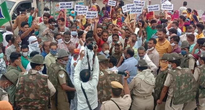 डीजे-ढोल के साथ रैली निकाली, सकतपुरा KEDL ऑफिस के बाहर धरना दिया, बिलों की होली जलाई, मनमर्जी वीसीआर भरने पर आक्रोश जताया|कोटा,Kota - Dainik Bhaskar