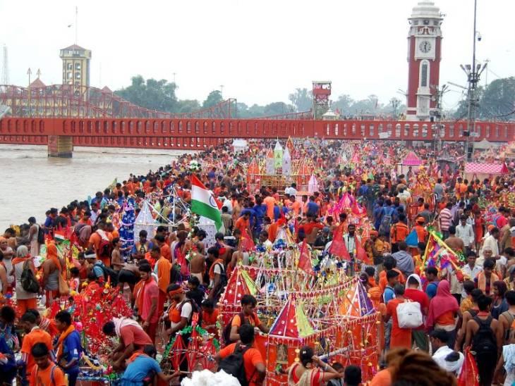 कांवड़ यात्रा का सबसे बड़ा आयोजन पश्चिमी उत्तर प्रदेश के जिलों में होता है। हरियाणा और दिल्ली से भी कांवड़ यात्री UP होते हुए हरिद्वार पहुंचते हैं। यहां गंगा जल लेकर फिर अपने अपने क्षेत्र के मंदिरों में जलाभिषेक करते हैं।