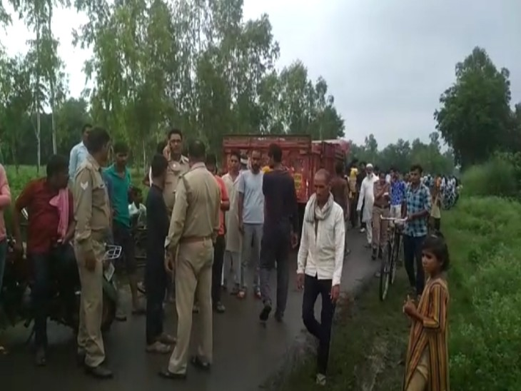 ओवरटेक करने में बाइक ट्रैक्टर ट्रॉली में दबी, हादसे में 4 महीने के बच्चे सहित महिला ने तोड़ा दम; 2 अस्पताल में भर्ती लखनऊ,Lucknow - Dainik Bhaskar