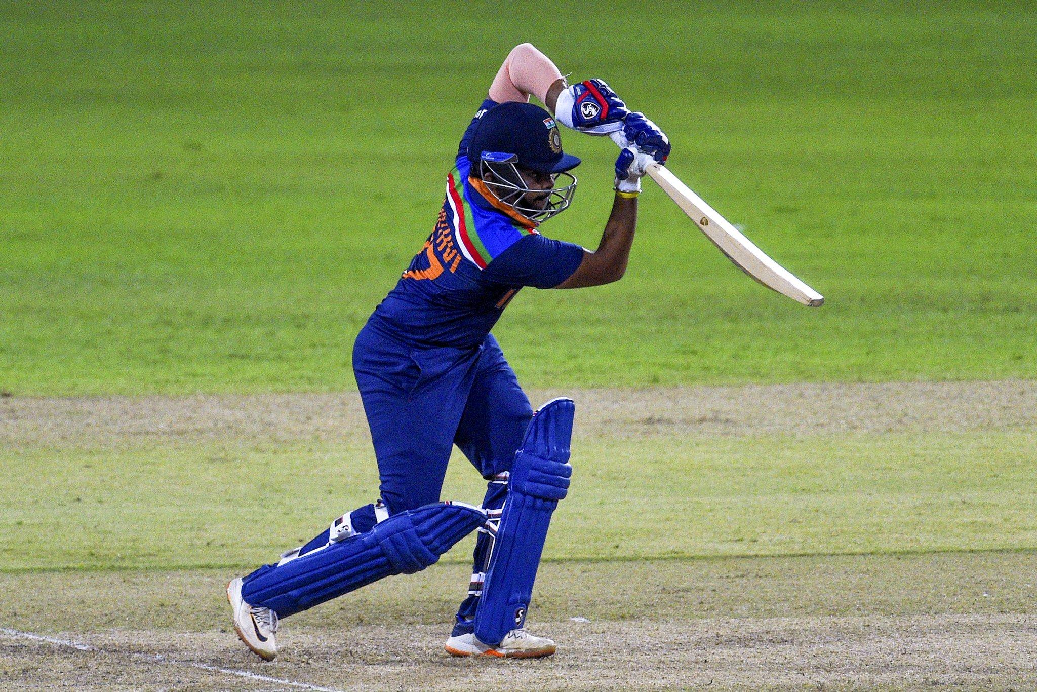 पृथ्वी शॉ ने टीम इंडिया को तेज शुरुआत दी। उन्होंने 24 बॉल पर 43 रन की पारी के दौरान क्लासिक शॉट्स लगाए। इसके लिए उन्हें मैन ऑफ द मैच अवॉर्ड से नवाजा गया।