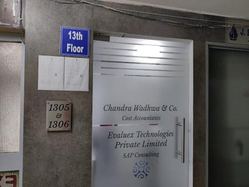 दिल्ली के बाराखंबा रोड पर चंद्र वाधवा का दफ्तर। फोटो: संध्या
