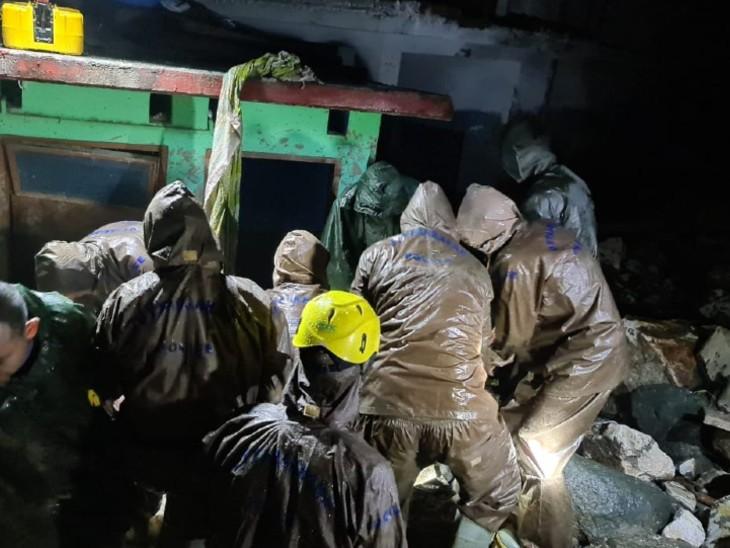 उत्तरकाशी हादसे में लापता होने वालों में महिलाएं और बच्चे भी शामिल हैं। रेस्क्यू ऑपरेशन जारी है।