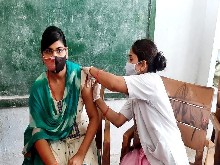 झांसी केजरहाकलागांव के सभी 310 लोगों ने करवाया टीकाकरण, प्रधान के जागरूकता अभियान से आई तेजी|झांसी,Jhansi - Dainik Bhaskar