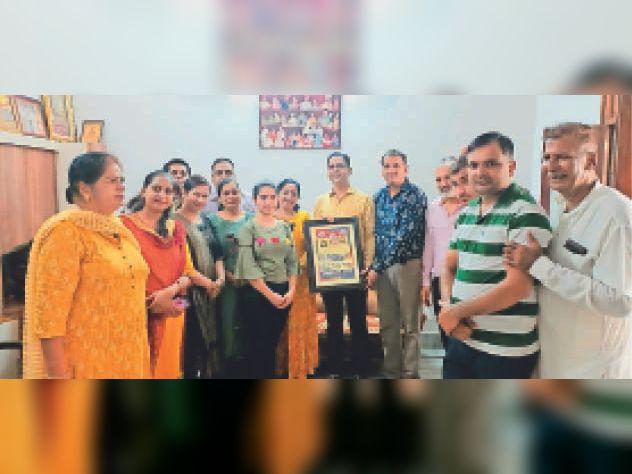 कोरोनाकाल में सराहनीय सेवा कार्य करने वालाें काे श्री अरोड़वंश गौरव उपाधि से किया सम्मानित|श्रीगंंगानगर,Sriganganagar - Dainik Bhaskar