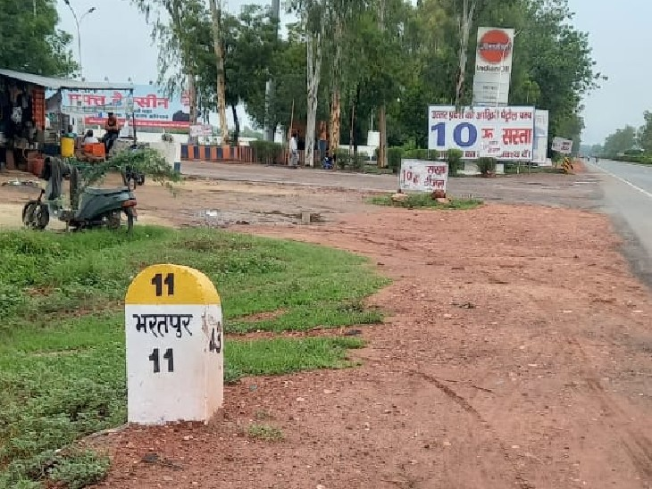 आगरा बॉर्डर पर भरतपुर से 10 किलोमीटर दूर पेट्रोल पंप पर लगा बोर्ड।