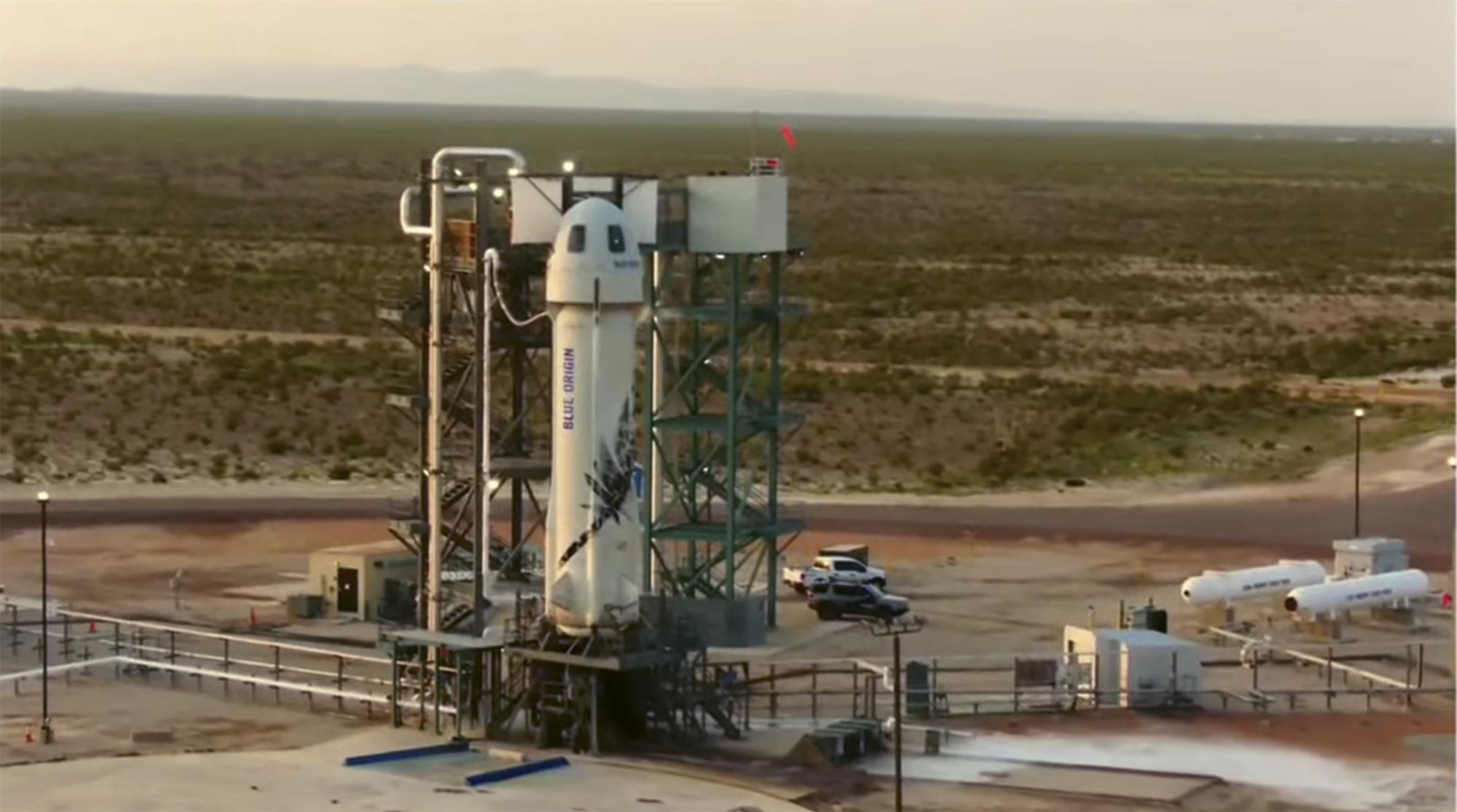 बेजोस ने ब्लू ओरिजिन कंपनी के न्यू शेपर्ड रॉकेट में वेस्ट टेक्सास के रेगिस्तान से भारतीय समयानुसार शाम 6:42 बजे उड़ान भरी।