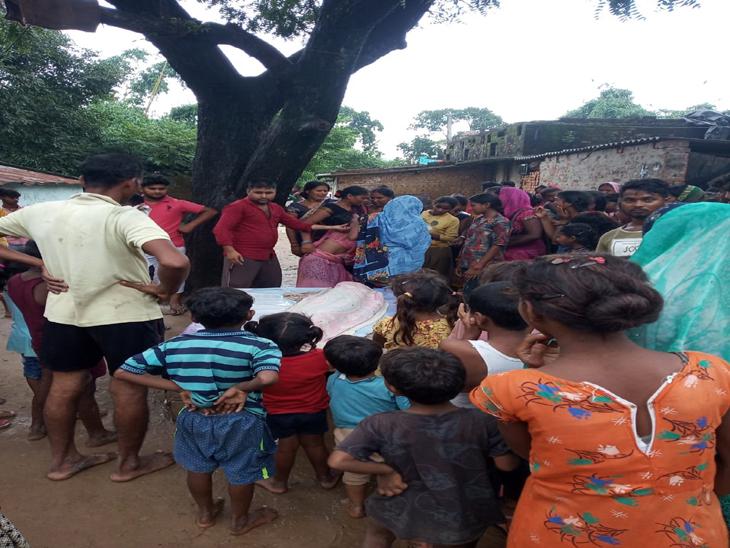 गांव के पोखरे में नहा रहे थे बच्चे, सोमवार को भी गड्ढे में डूबकर हुई थी दो बच्चों की मौत|गोरखपुर,Gorakhpur - Dainik Bhaskar