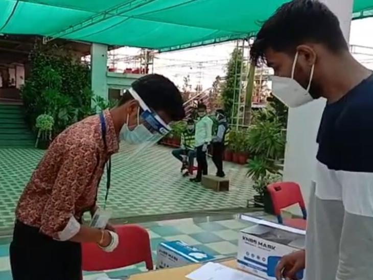 देशभर में 7 लाख अभ्यर्थी आजमा रहे भाग्य, 4 दिन और 8 शिफ्टों में होगी परीक्षा; सीसीटीवी से रखी जा रही नजर|कोटा,Kota - Dainik Bhaskar