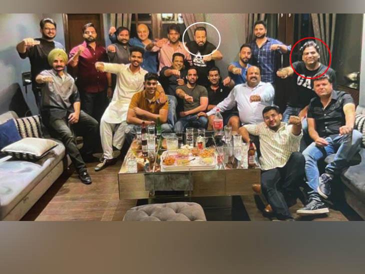 फरार आरोपी अशोक अरोड़ा शिमला में सलमान के बॉडीगार्ड शेरा की पार्टी में शामिल हुआ; फोटो वायरल|चंडीगढ़,Chandigarh - Dainik Bhaskar