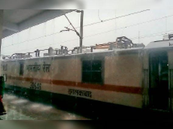1.10 घंटे प्रभावित रहा रेल यातायात, ताज का प्लेटफॉर्म बदला|ग्वालियर,Gwalior - Dainik Bhaskar