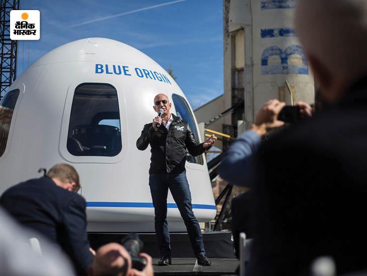साल 2017 में जेफ बेजोस ने अपने ब्लू ओरिजिन रीयूजेबल रॉकेट पर चर्चा की थी। यह फोटो उसी डिस्कशन के दौरान लिया गया था। रीयूजेबल रॉकेट, स्पेस फ्लाइट के खर्चे को काफी हद तक कम करने में मददगार है।