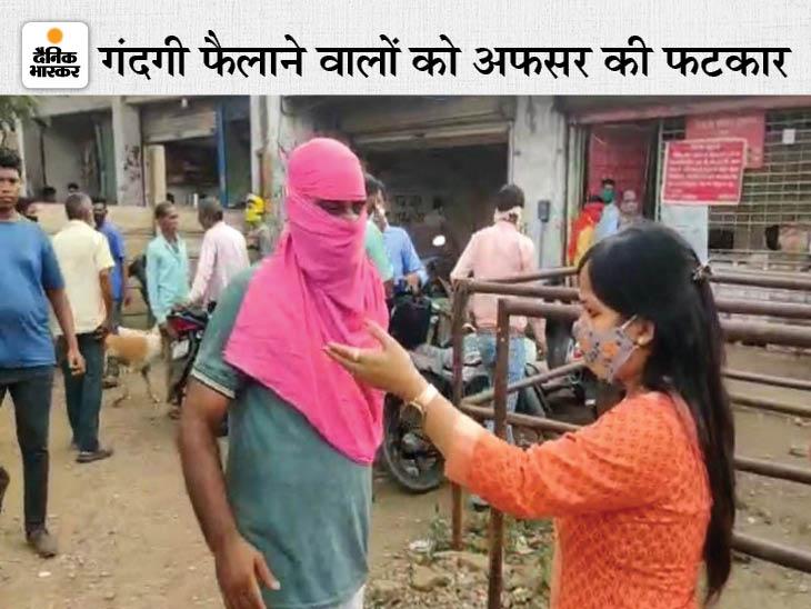 गंदगी देखकर भड़कीं स्वास्थ्य अधिकारी, बोली- फाइन दो वरना सील कर दूंगी दुकान; सरकारी शराब दुकान पर 25 हजार का जुर्माना रायपुर,Raipur - Dainik Bhaskar