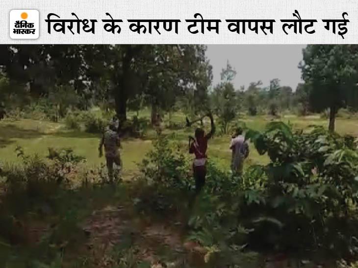 दंतेवाड़ा में कुल्हाड़ी दिखाकर पुलिस और राजस्व कर्मियों को भगाया; वन धन संग्रहण केंद्र और शहीद महेंद्र कर्मा लघु उद्योग की जमीन के लिए गए थे|दंतेवाड़ा,Dantewada - Dainik Bhaskar