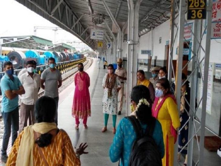 हर महीने 20 से 25 बिछड़े बच्चों को परिवार से मिलाती है रेलवे चाइल्ड हेल्प लाइन कानपुर,Kanpur - Dainik Bhaskar