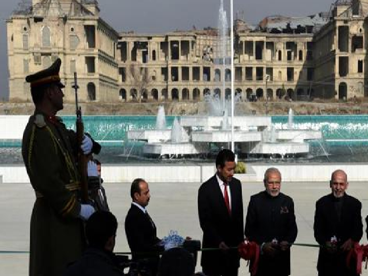 काबुल में भारत की मदद से तैयार नई अफगान संसद का उद्घाटन प्रधानमंत्री नरेंद्र मोदी ने अफगानिस्तान के राष्ट्रपति अशरफ गनी के साथ 2015 में किया था। इस अफगान संसद में एक ब्लॉक का नाम भारत के पूर्व प्रधानमंत्री अटल बिहारी वाजपेयी के नाम पर रखा गया है।