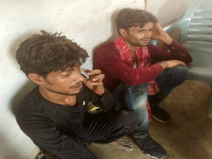 15 फीट से नीचे गिरी, हाथ की हड्डी टूटी-पसलियों में भी गहरी चोट; लोगों ने बदमाशों को दबोचा|आगरा,Agra - Dainik Bhaskar
