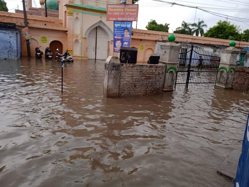 लखनऊ में बारिश की वजह से 50 से ज्यादा इलाकों में जल भराव, नाला सफाई न होने से पानी नहीं निकल पाया|लखनऊ,Lucknow - Dainik Bhaskar