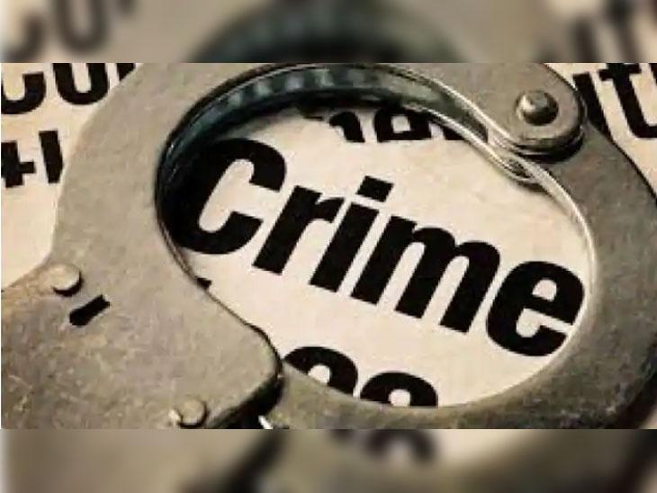 हिसार में एक सरकारी कर्मचारी को धमकाने का मामला सामने आया है। -क्राइम फाइल की सिंबॉलिक इमेज - Dainik Bhaskar