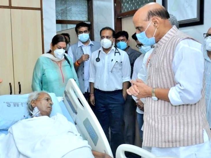 कल्याण सिंह से मिलने के लिए रक्षामंत्री राजनाथ सिंह भी पहुंचे। 21 जुलाई को वह फिर यहां आ रहे हैं।