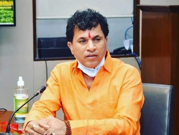 केंद्रीय कृषि राज्यमंत्री कैलाश चौधरी ने गहलोत सरकार पर संसाधनों की लूट का लगाया आरोप, लाइमस्टोन की माइंस को मार्बल बताकर कर दी आवंटित|बाड़मेर,Barmer - Dainik Bhaskar