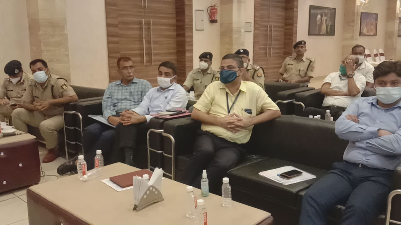 श्रीराम जन्मभूमि की सुरक्षा संबंधी स्थाई समिति की बैठक। जिलाधिकारी अयोध्या अनुज कुमार झा व अन्य रहे मौजूद।