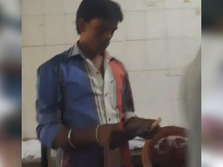 सीवान के DIO ऑफिस में वैक्सीन के नाम पर 500-500 रुपए की वसूली, वीडियो बनता देखा तो कर्मचारी भाग गया|बिहार,Bihar - Dainik Bhaskar